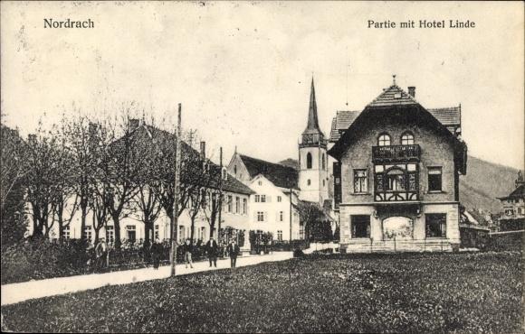 Nordrach Schwarzwald, Partie im Ort mit Blick zum Hotel Linde, Kirchturm
