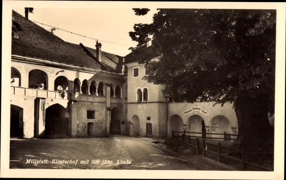 Millstatt am See Kärnten, Klosterhof mit 500 jähr. Linde