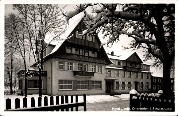 Ottenhöfen im Schwarzwald Ortenaukreis, Hotel Linde im Winter, B. Schneider