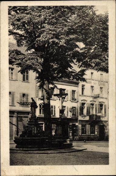 Freiburg im Breisgau Baden Württemberg, Hotel zur Linde, Brunnen, Kreuz