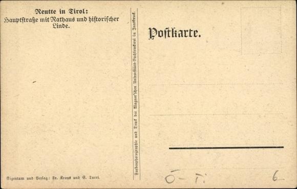 Reutte in Tirol, Hauptstraße mit Rathaus und historischer Linde