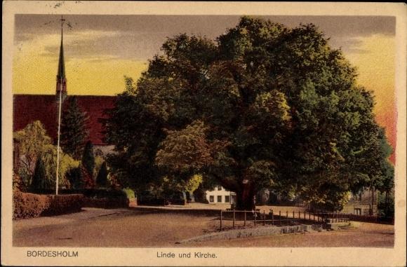 Bordesholm in Schleswig Holstein, Straßenpartie, Linde und Kirche