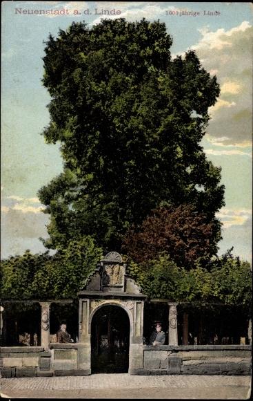 Neuenstadt am Kocher, Männer am Tor zur 1000 Jährigen Linde