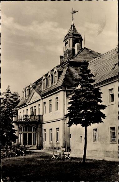 Berggießhübel in Sachsen, Ansicht vom Paul Linde Haus, Partie im Garten