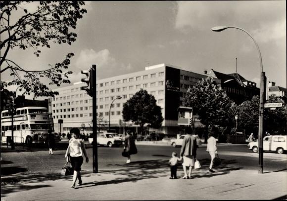 Berlin Mitte, Interhotel Unter den Linde, Friedrichstraße, Do 56 Doppeldeckerbus Linie 59
