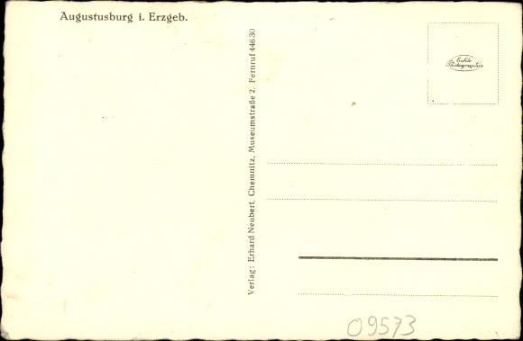 Augustusburg im Erzgebirge, Schloss, Schlosshof, Brunnenhaus, Linde