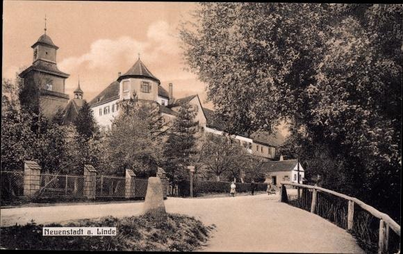 Neuenstadt an der Linde, Straßenpartie mit Turm